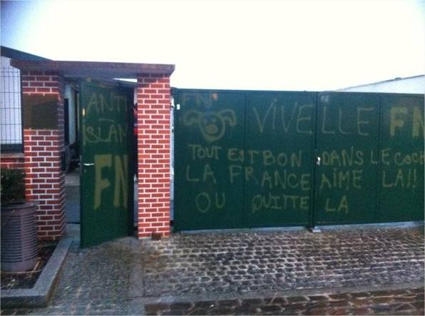 Val-de-Reuil mosque graffiti