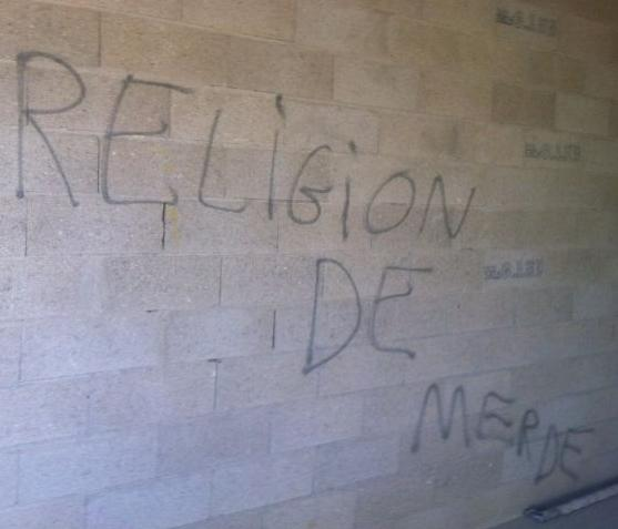 Coulommiers mosque graffiti