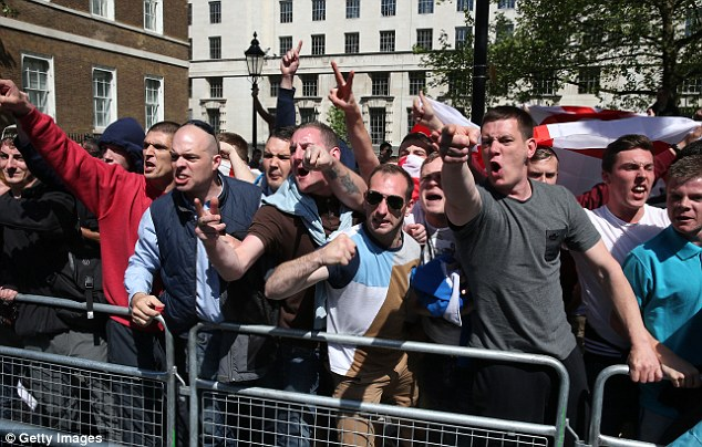 EDL Downing Street protest (2)