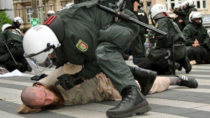 German police and Salafists