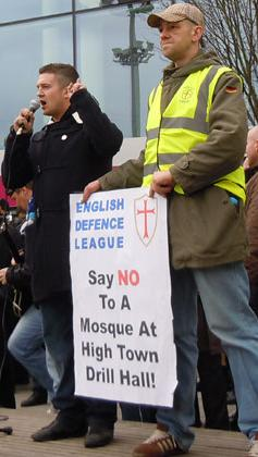 Stephen Lennon with anti-mosque placard2