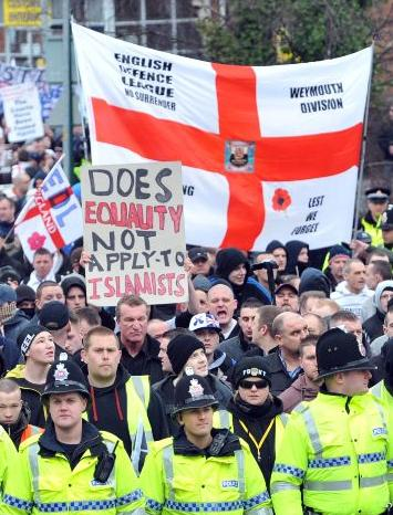 EDL Hyde protest(2)
