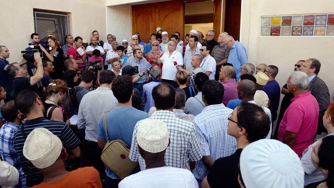 Kamel Kabtane addresses rally
