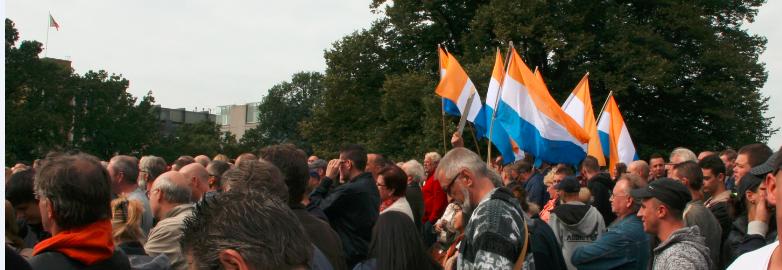 PVV demonstrators with prinsenvlag