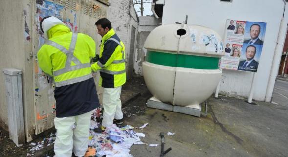 Amiens mosque graffiti removed