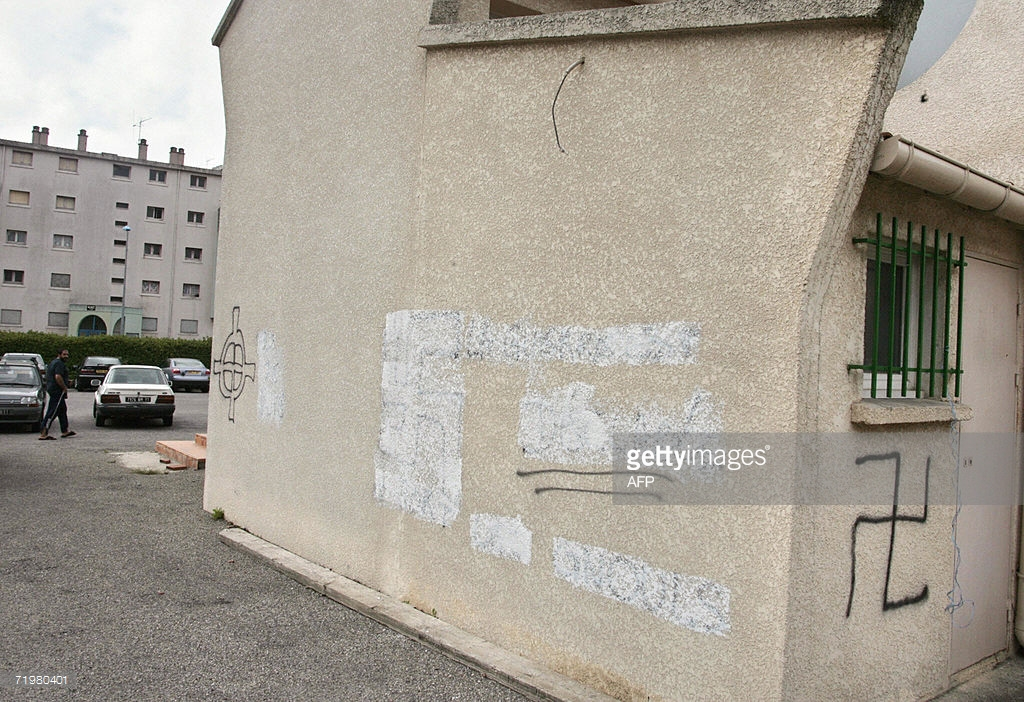 Carcassonne mosque graffiti