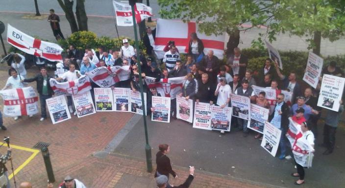 EDL demonstrate in support of Yaxley Lennon