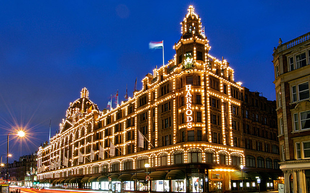 Exterior of the Harrods department store in the Knightsbridge area of London.. Image shot 2007. Exact date unknown.