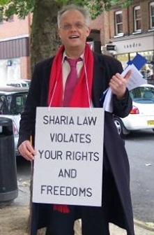 Magnus Nielsen with anti-sharia placard (2)