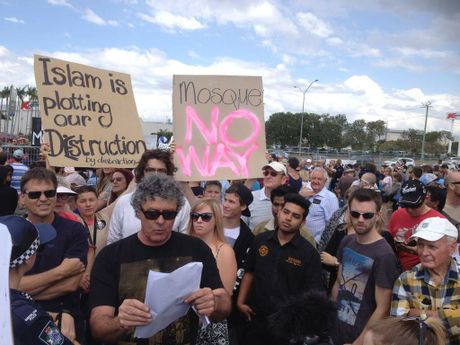 Maroochydore anti-mosque protest (2)