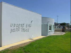 Meyzieu mosque graffiti