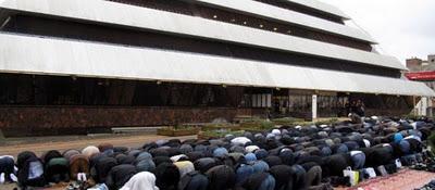 Nanterre Muslims praying