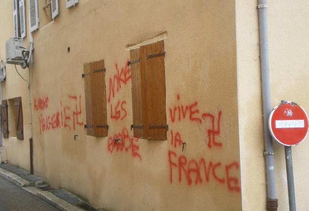 Pont-de-Beauvoisin mosque graffiti