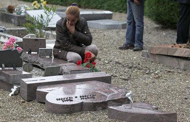 Strasbourg graves vadalised2